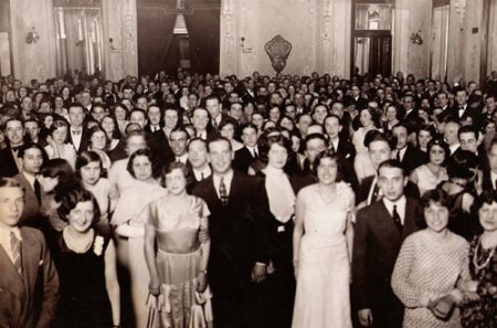 It must have been crowded for dancing at Salon Argentina